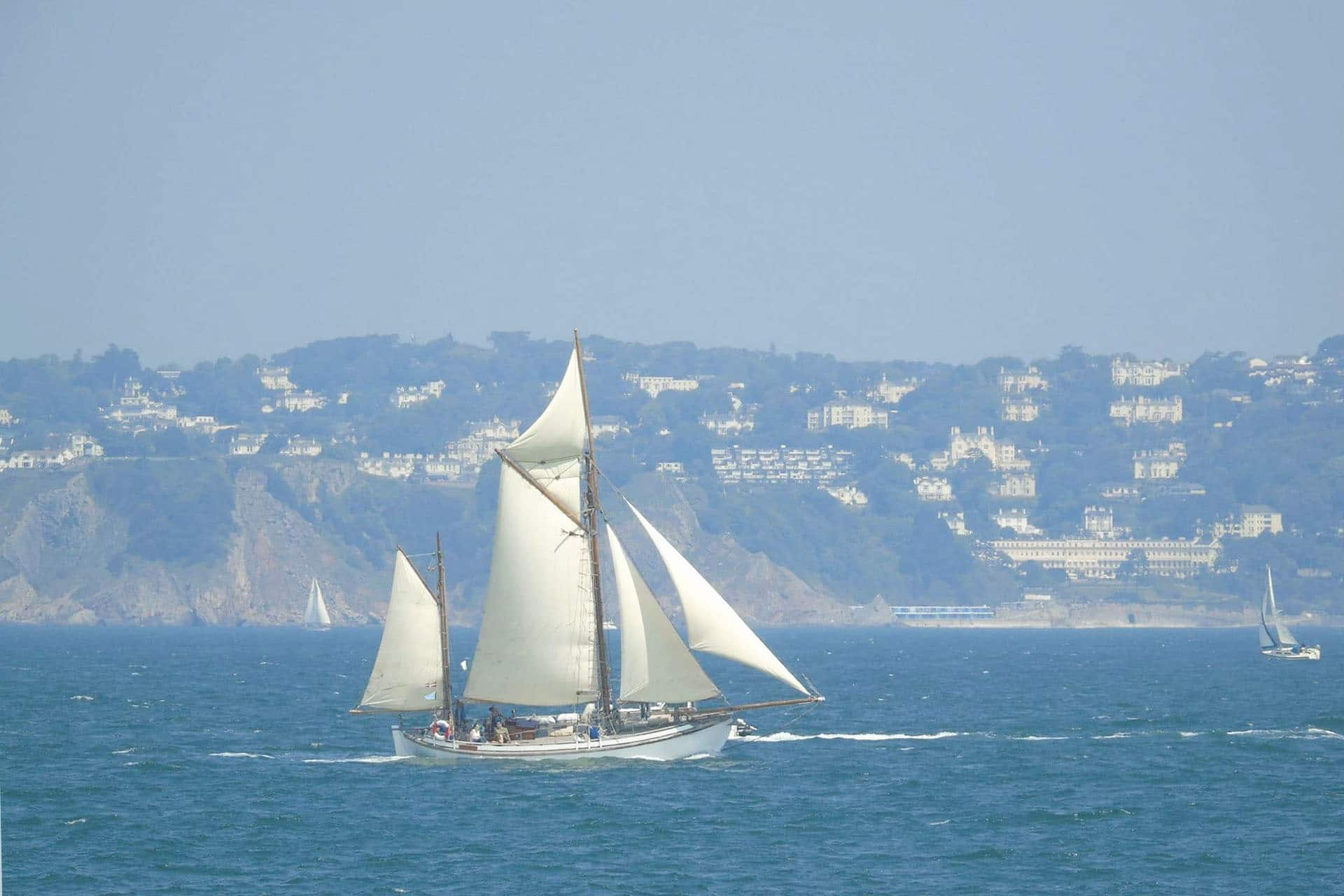 ESCAPE full sail
