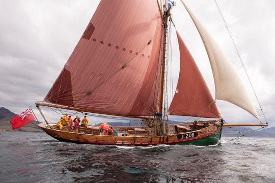 Eda Frandsen side sailing