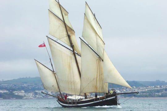 Grayhound full sail