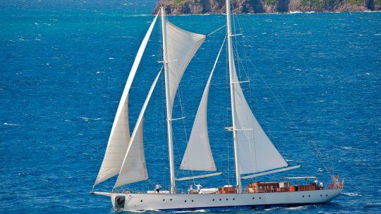 Karios-med-full-sail