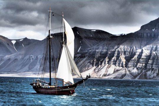 Nooderlicht sailing Svalbard