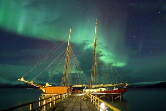 Noorderlicht-sailing-northern-lights