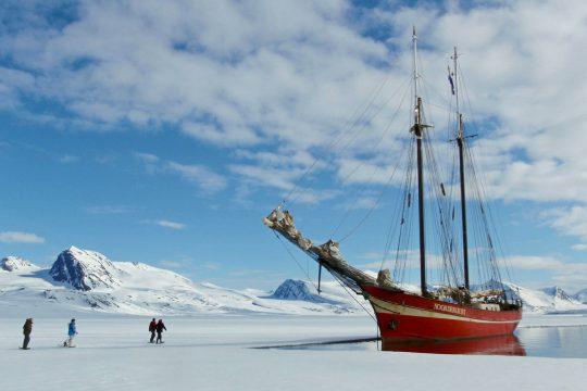 Noorderlicht-sailing-norway-svalbard-anchor