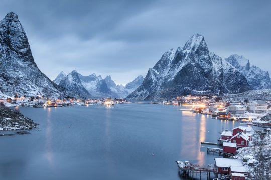 Noorderlicht-sailing-norway-tromso-mountains