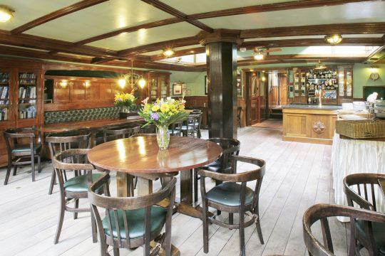 Oosterschelde Saloon Seating Tables