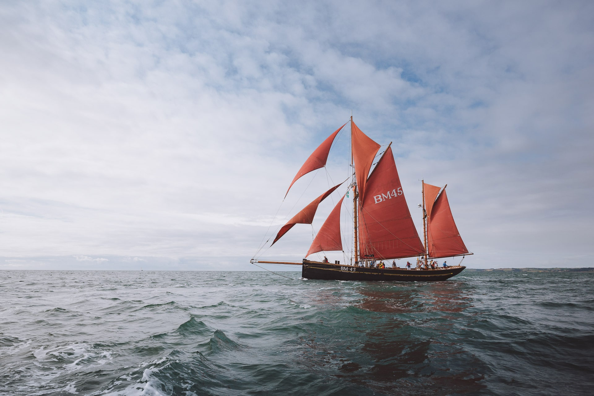 Pilgrim-full-sail-seascape