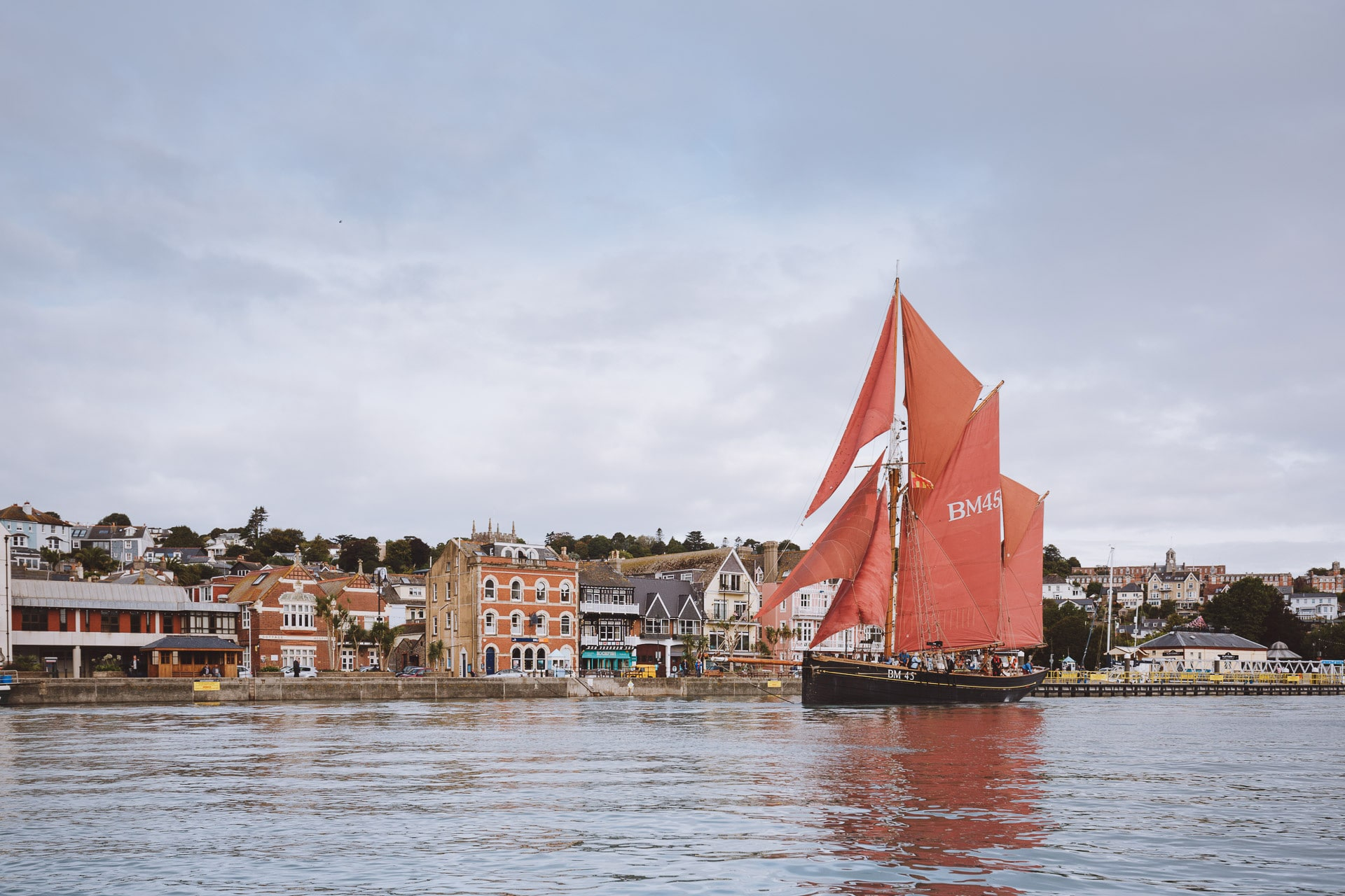 Pilgrim-fullsail-Dartmouth-harbour