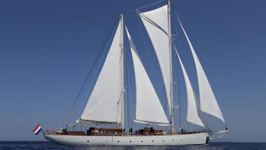 Rhea full sailing