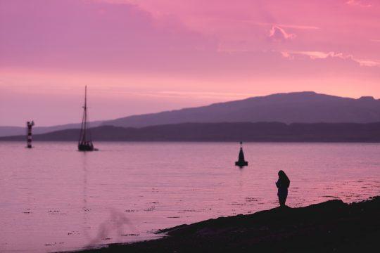 Scotland-Pink-Sky-Sunset-boat