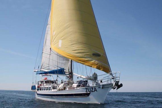 Zuza-full-sail-bow